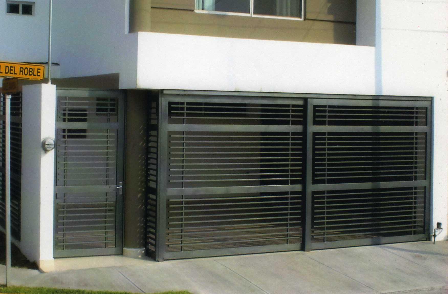 Forja y herreria garza taller forja y herreria apodaca for Portones para garage